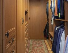 How to Effectively Design a Closet on a Budget?